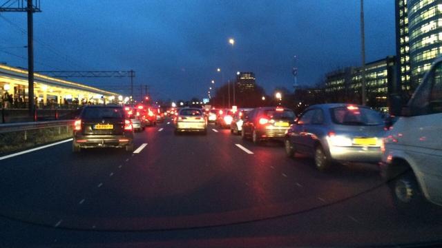 Deel A10 bij Amsterdam tijd dicht wegens ongeluk