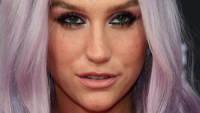 Kesha heeft soms nog moeite met uiterlijk