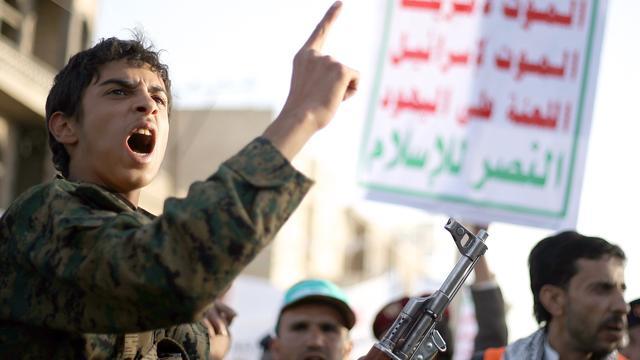 Ex-president Jemen verlaat huis na huisarrest door rebellen