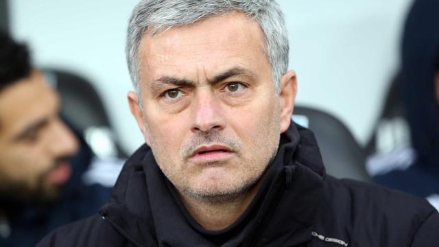 Mourinho loopt boos weg tijdens interview: 'Tot morgen'