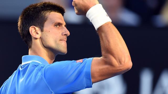Djokovic overtuigend naar achtste finales in Melbourne