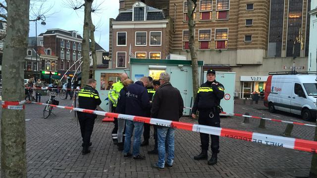 Politie schiet op man die inreed op agent in Haarlem