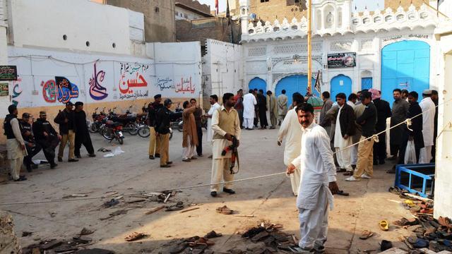 Zeker 35 doden door aanslag op moskee in Pakistan