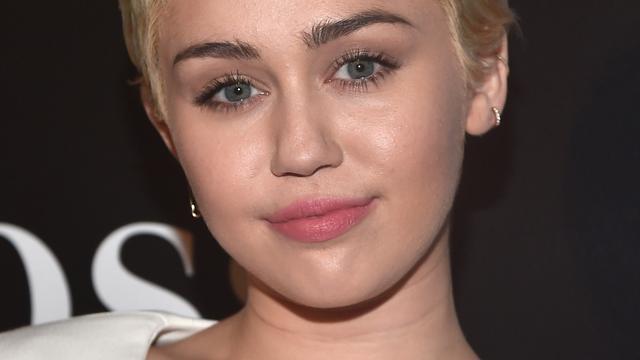Miley Cyrus opnieuw topless te zien op foto