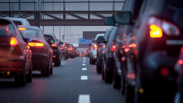 'Veelrijders zijn meer kwijt aan autoverzekering'