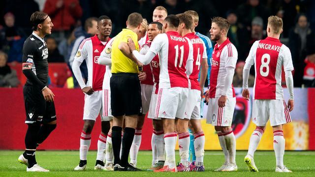 Ajax-verdediger Moisander verwacht dat rode kaart geseponeerd wordt