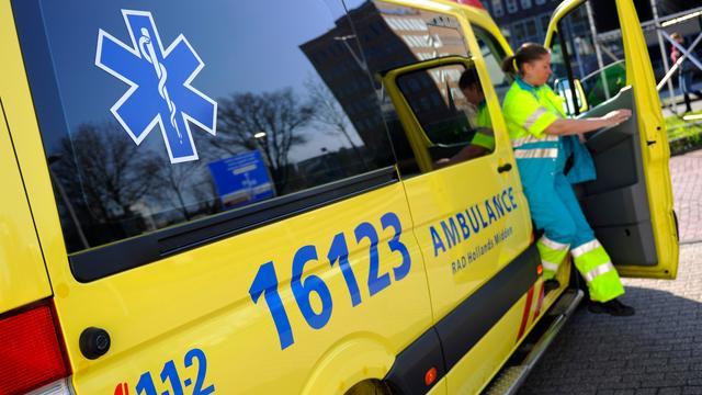 Man bedreigt ambulancepersoneel met mes