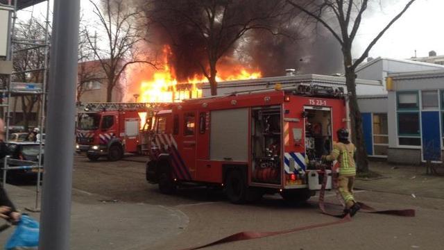 Brand legt buurthuis Rotterdam in de as