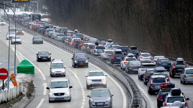 Files op Oostenrijkse, Duitse en Franse wegen richting wintersportgebieden