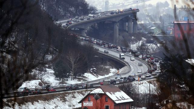 Sneeuwval hindert verkeer op weg naar Franse Alpen