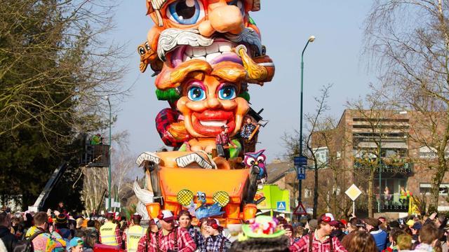 Carnavalsopbouw Havermarkt Breda is gestart