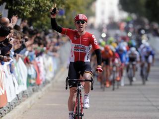 Contador gaat aan leiding in algemeen klassement