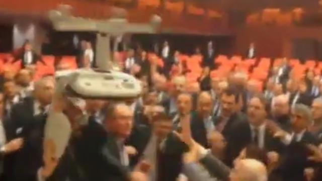 Turks parlement op de vuist