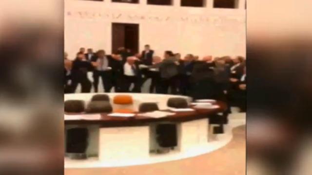 Opnieuw vechtpartij in Turks parlement