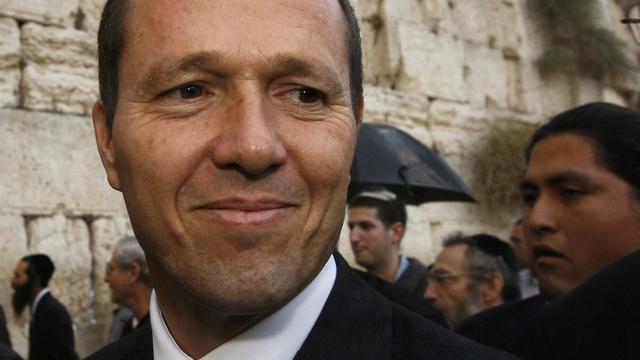 Burgemeester Jeruzalem werkt verdachte van steekpartij tegen de grond