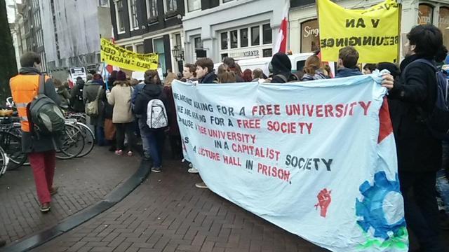 In beeld: Protestmars bij Bungehuis