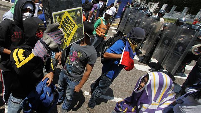 Agent doodt tiener tijdens protest Venezuela