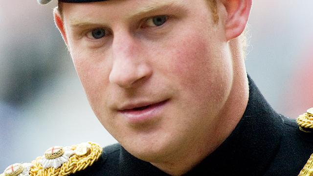 Prins Harry zwaait af bij Brits leger
