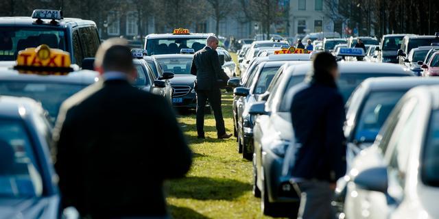 Taxivereniging en TCA doen aangifte tegen Uberpop