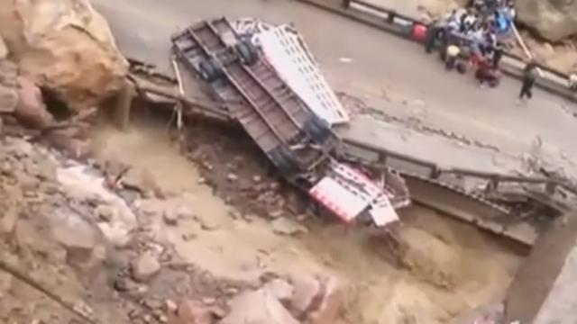 Brug Bolivia ingestort na zware regenval
