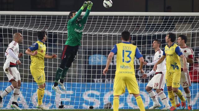 Hamstringblessure Nigel de Jong bij gelijkspel AC Milan