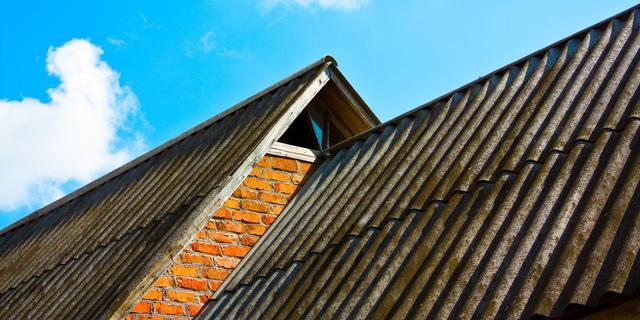 'Duizenden huizenbezitters met asbest in dak straks in financiële nood'