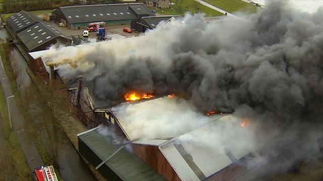Zeer grote brand verwoest metaalbewerker in Streefkerk