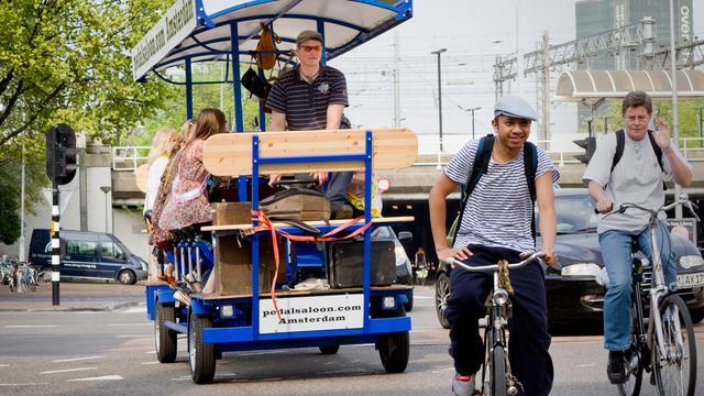 GroenLinks en VVD willen bierfietsverbod in heel Amsterdam