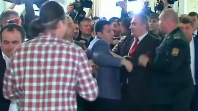 Parlementsleden Oekraïne op de vuist