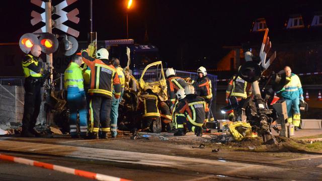 Twee doden na aanrijding tussen trein en auto bij Zevenhuizen
