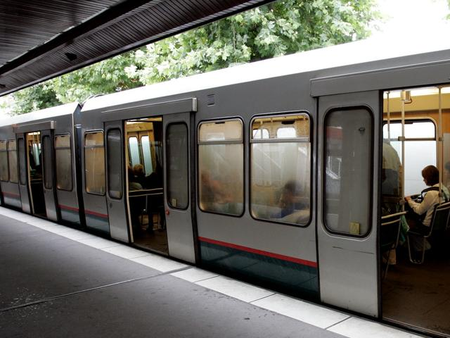 Openbaar vervoer onveiligst in Rotterdam en Den Haag