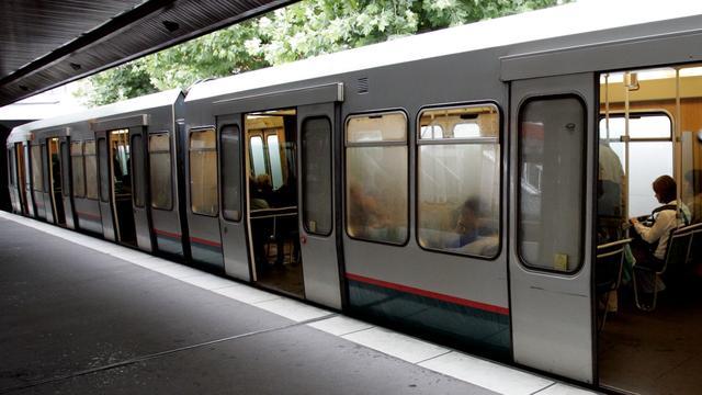 Treinen en metro's stoppen niet op Blaak om achtergelaten tassen