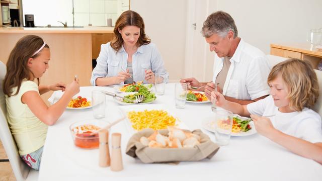 Amerikanen eten voor het eerst minder