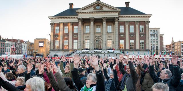 Volle Grote Markt brengt ode aan Groningen