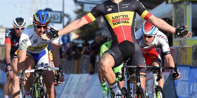 Debusschere wint door valpartij ontsierde etappe Tirreno