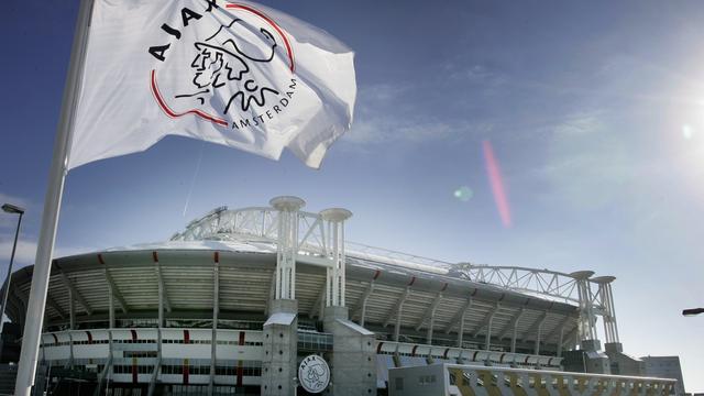 Ajax nodigt vluchtelingen uit voor bekerduel