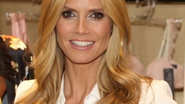 Heidi Klum boos om lingeriestunt Buckingham Palace