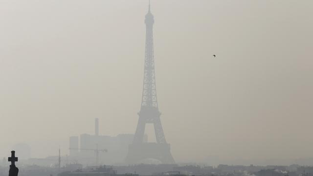 Beperkt autoverkeer in Parijs vanwege luchtvervuiling