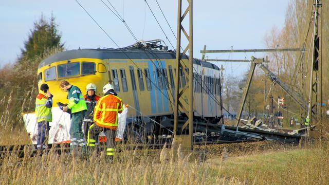 Trein ontspoord in Teuge door aanrijding met auto