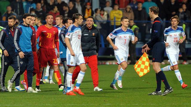 UEFA onderzoekt incidenten bij Montenegro-Rusland
