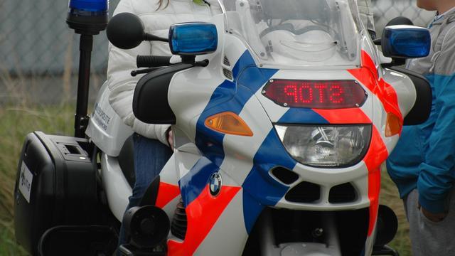 Motoragent gewond na harde botsing op Europalaan