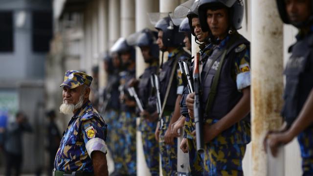 Politie Bangladesh doodt brein achter aanslag op restaurant Dhaka