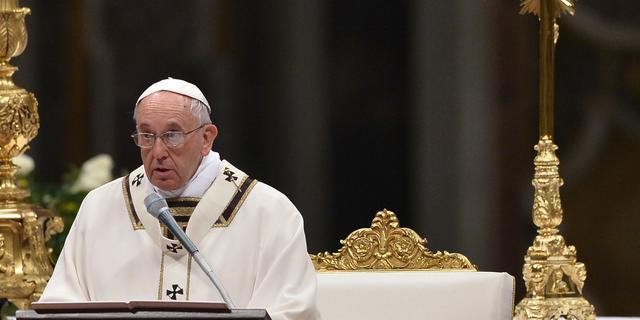Paus vraagt in paaswake om aandacht voor problemen in wereld