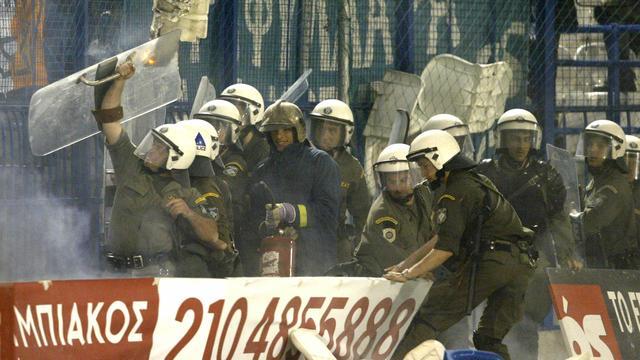 Duel in Rusland gestaakt na zware rellen tussen fans