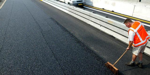 N11 weekend afgesloten door vervangen van asfalt