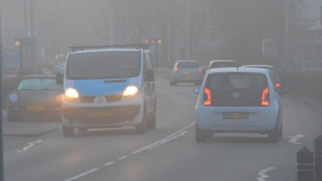 Drukke ochtendspits rond Amsterdam door mist