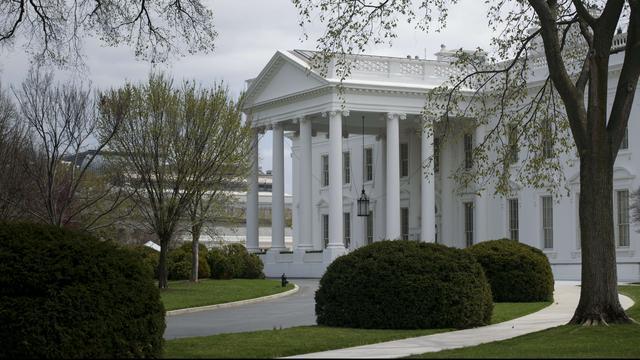 Witte Huis korte tijd afgesloten na vondst verdacht pakketje