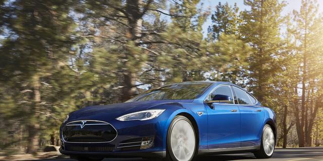 Tesla roept Model S van voor april 2016 terug om stuurbekrachtiging