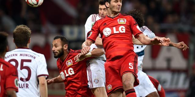Bayer Leverkusen ontbindt contract Spahic na kopstoot aan steward