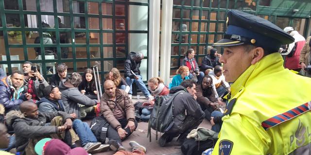 Grimmige sfeer bij asielzoekers na vrijwillig verlaten Vluchtgarage